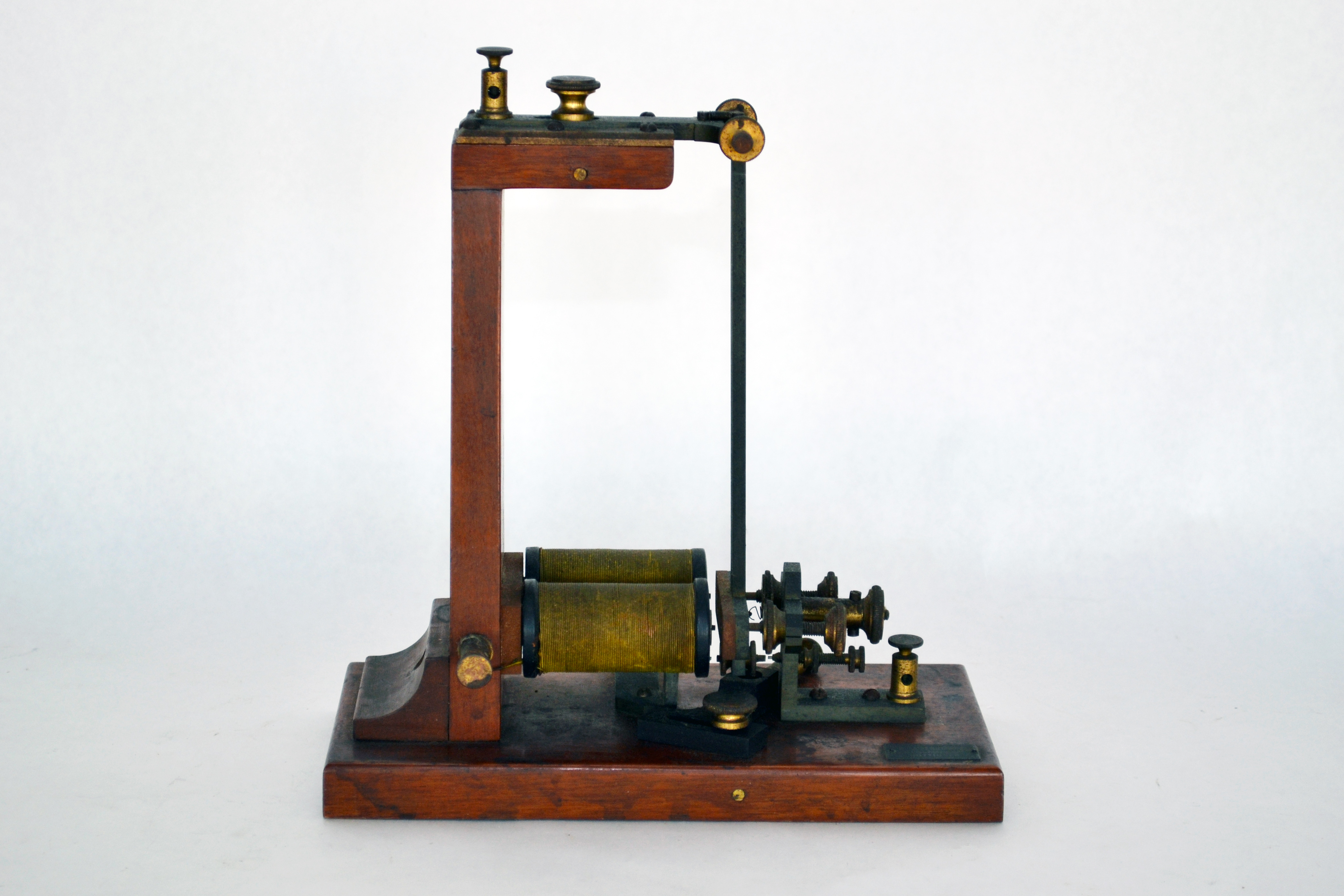 Electrical Measuring Instruments Made By William Gilbert : Name that apparatus a call for historical detectives